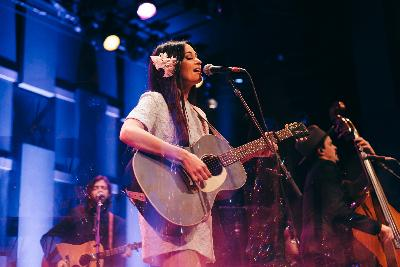 Kacey Musgraves Finds Freedom During Her 'Golden Hour'